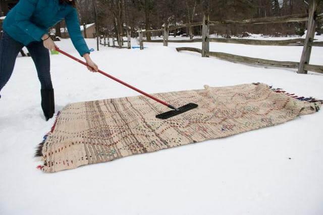 Правильная чистка ковра снегом