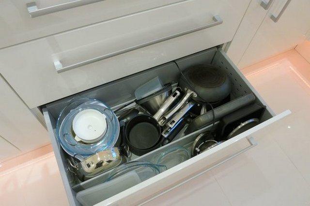 Хранение сковородок и кастрюль на кухне