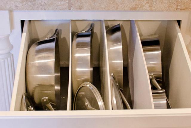 Хранение сковородок в ящике
