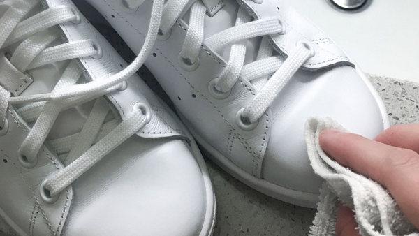 Как стирать кроссовки в автомате