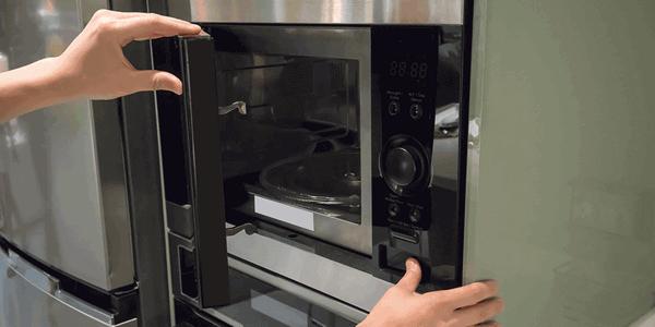 Как помыть микроволновку от жира внутри