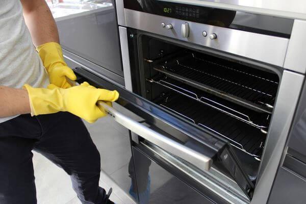 Как очищать духовку