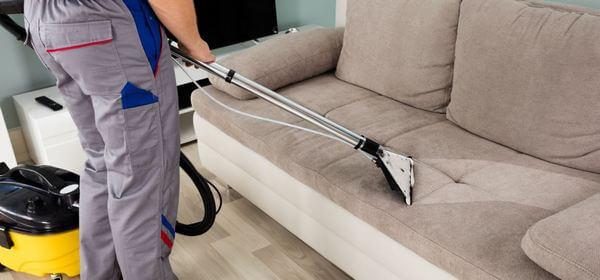 Как почистить диван от грязи